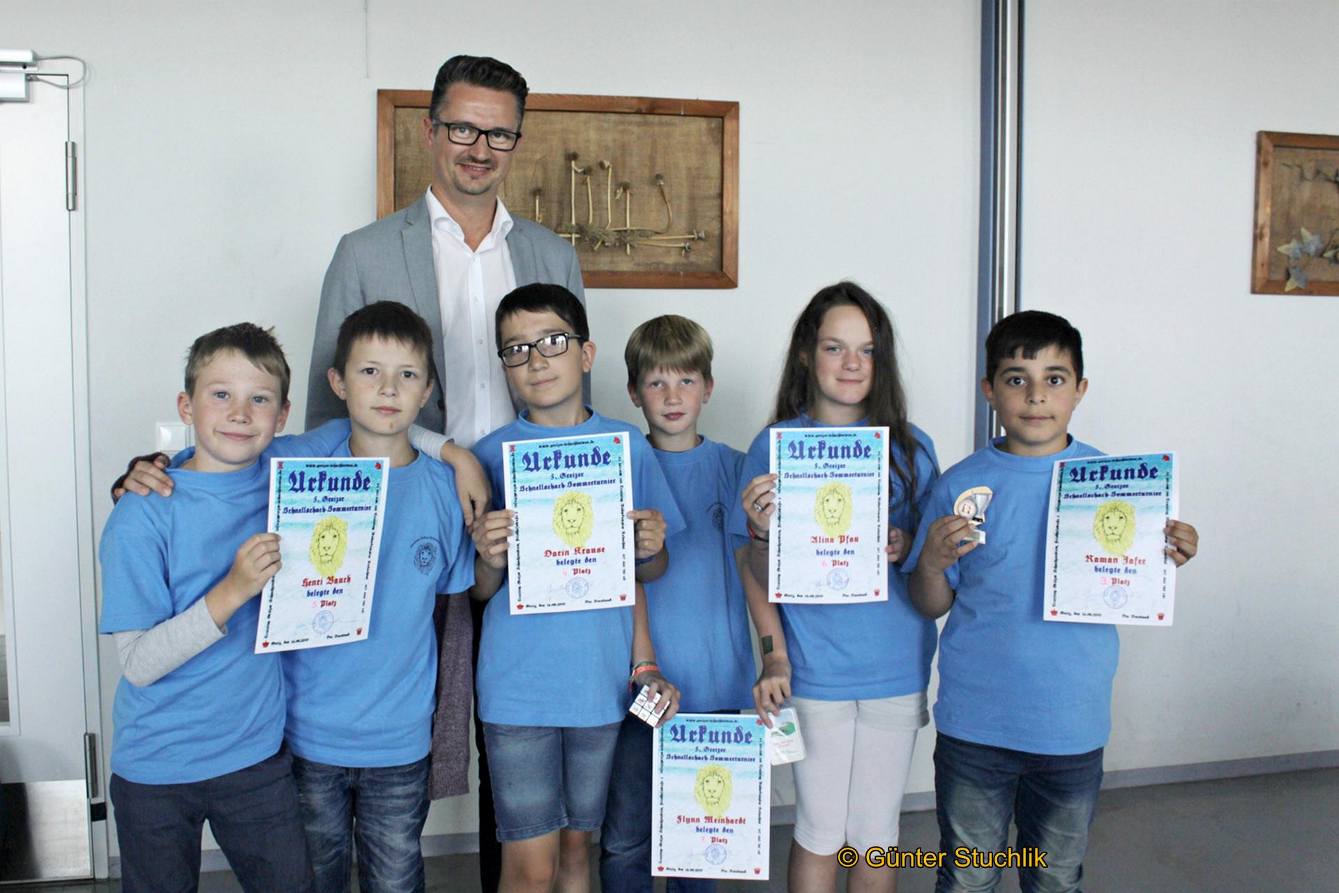 Christian Tischner mit Henri, Vincent, Darin, Flynn, Alina und Raman