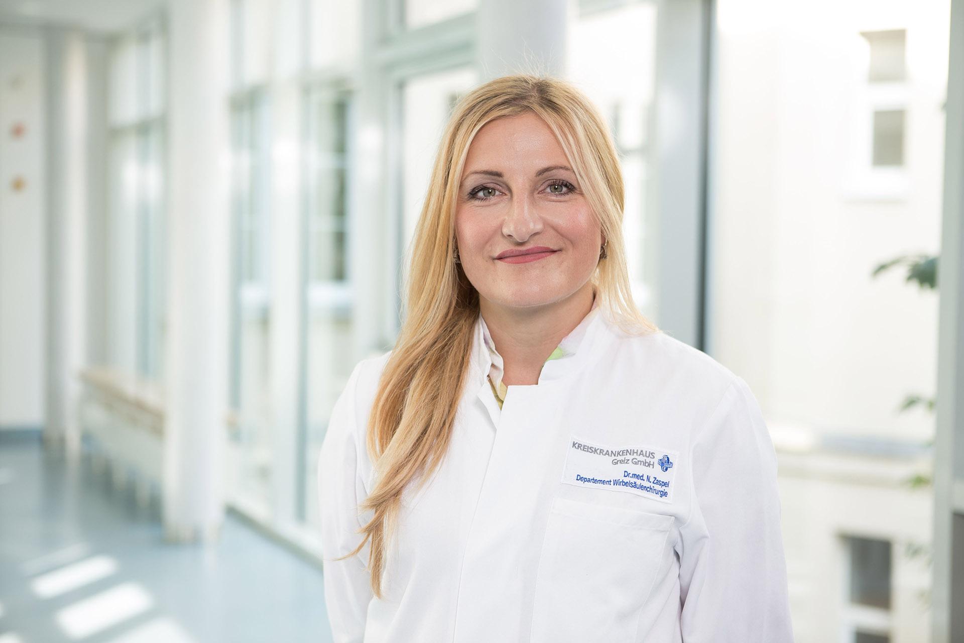 Neurochirurgin Dr. med. Nancy Zaspel ist Chefärztin des Departments für Wirbelsäulenchirurgie im Greizer Kreiskrankenhaus.