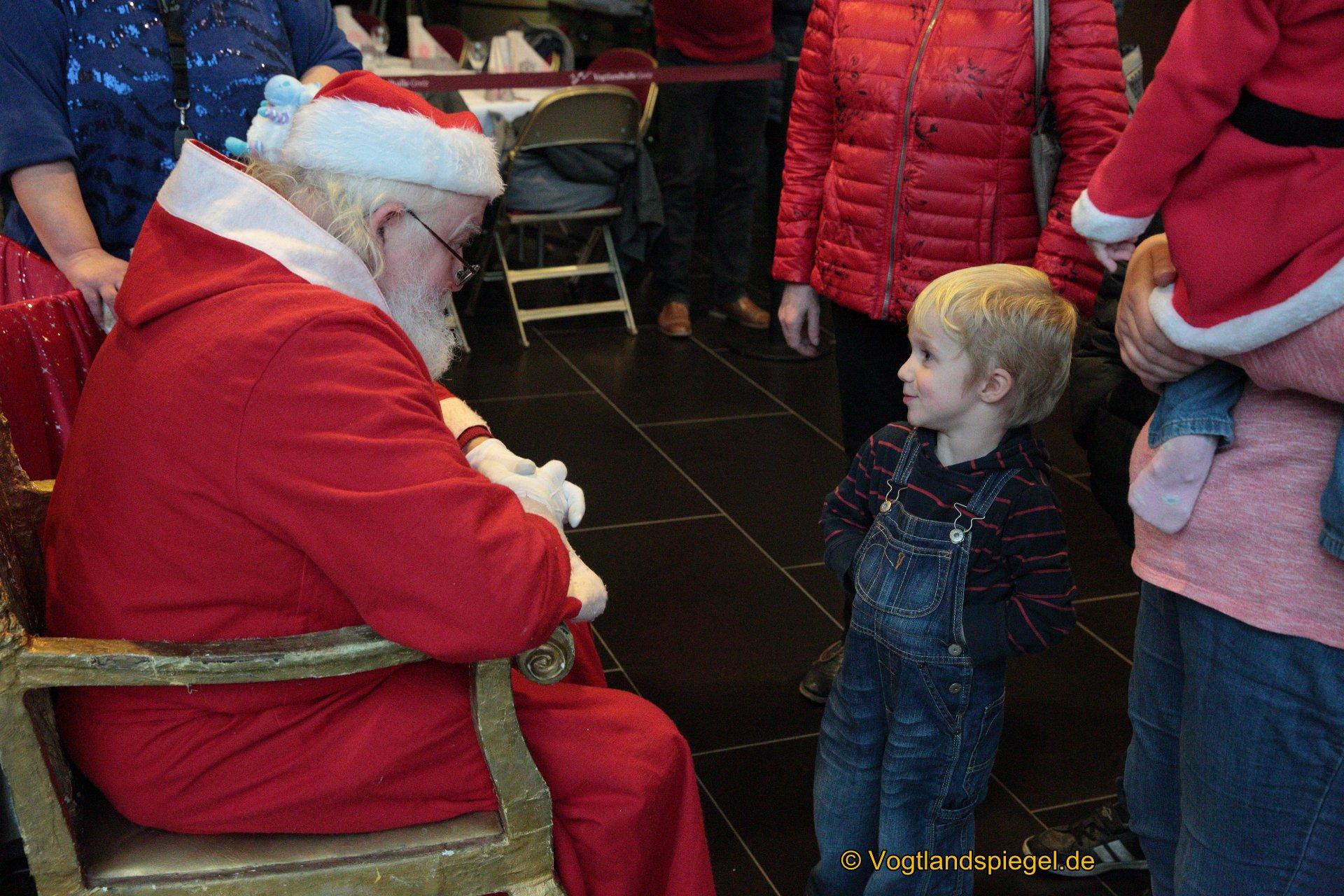 """Eine schöne Idee, die Zeit bis zum Eintreffen des Weihnachtsmannes zu verkürzen, ist seit vielen Jahren die Veranstaltung """"Wir warten auf den Weihnachtsmann"""" in der Vogtlandhalle Greiz."""