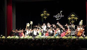 Schwungvoll und heiter verabschiedete die Vogtland Philharmonie Greiz/Reichenbach am Silvestertag das alte Jahr zu gleich drei Konzerten.
