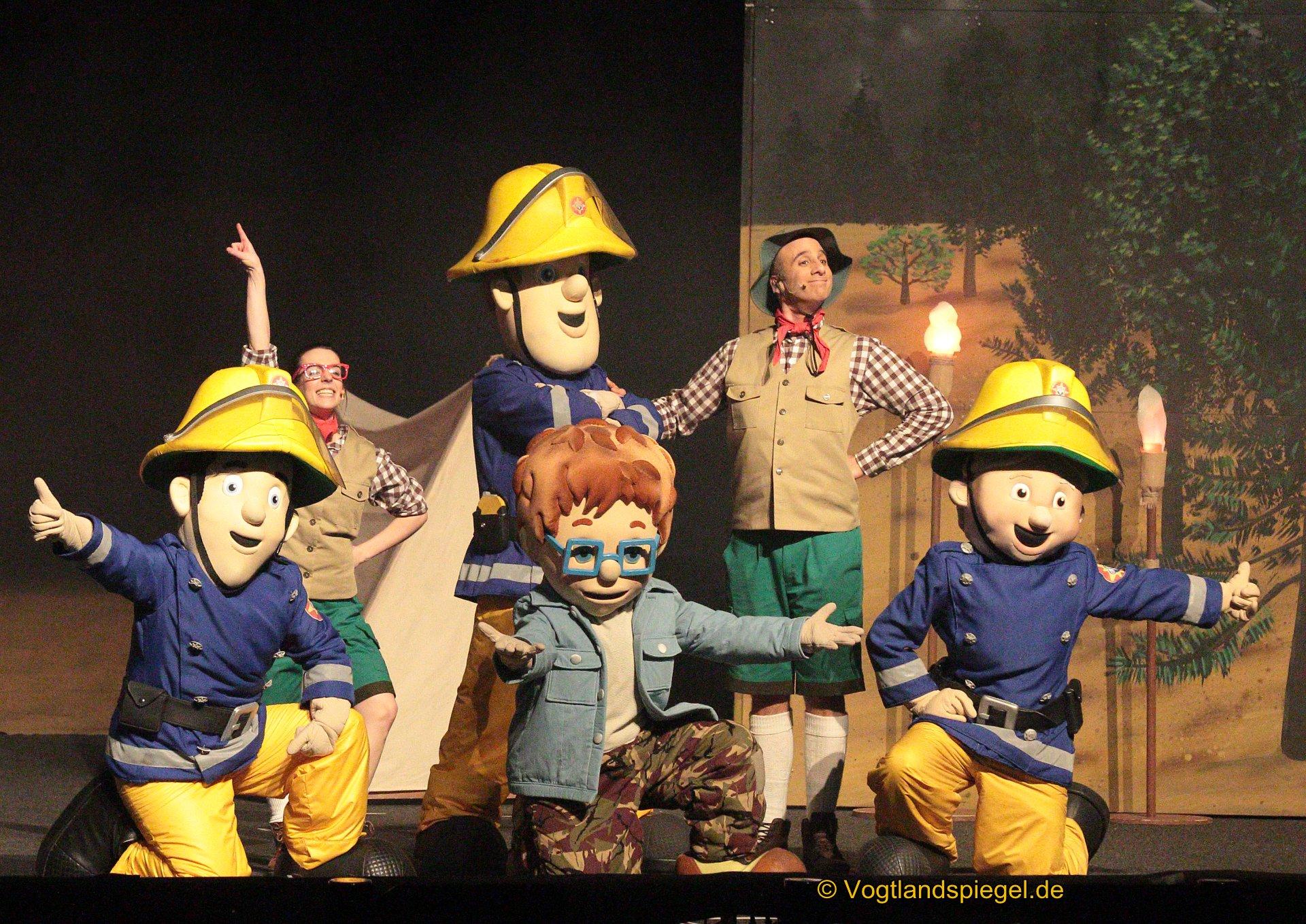 Sam, Elvis, Penny, Feuerwehrhauptmann Steele und Norman waren am Samstag in einer Familienshow in der Vogtlandhalle Greiz zu erleben