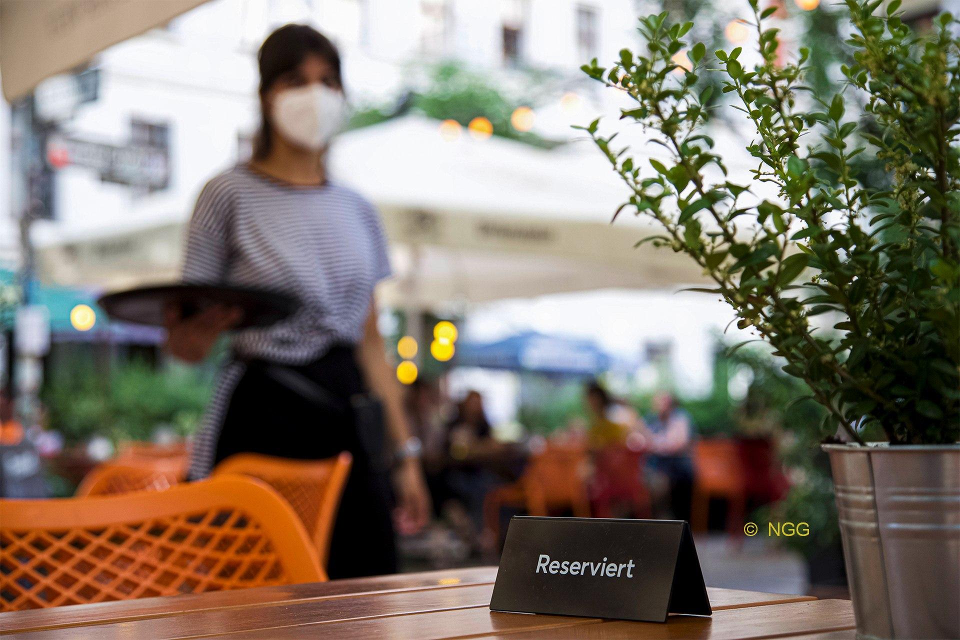 Gewerkschaft fordert bessere Arbeitsbedingungen in Hotels und Gaststätten
