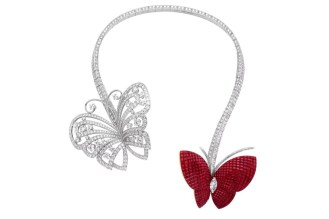 Da Van Cleef, rubis e diamantes se misturam para formar o colar Flying Butterfly, disponível na loja brasileira da grife.