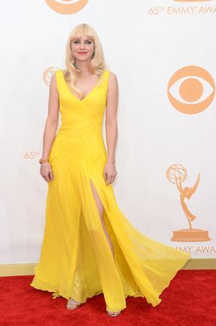 Anna Faris de Monique Lhuillier. A única que fica linda de amarelo!