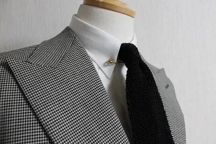 スーツ,ピンホールカラー,ネクタイ,着こなし,シャツ
