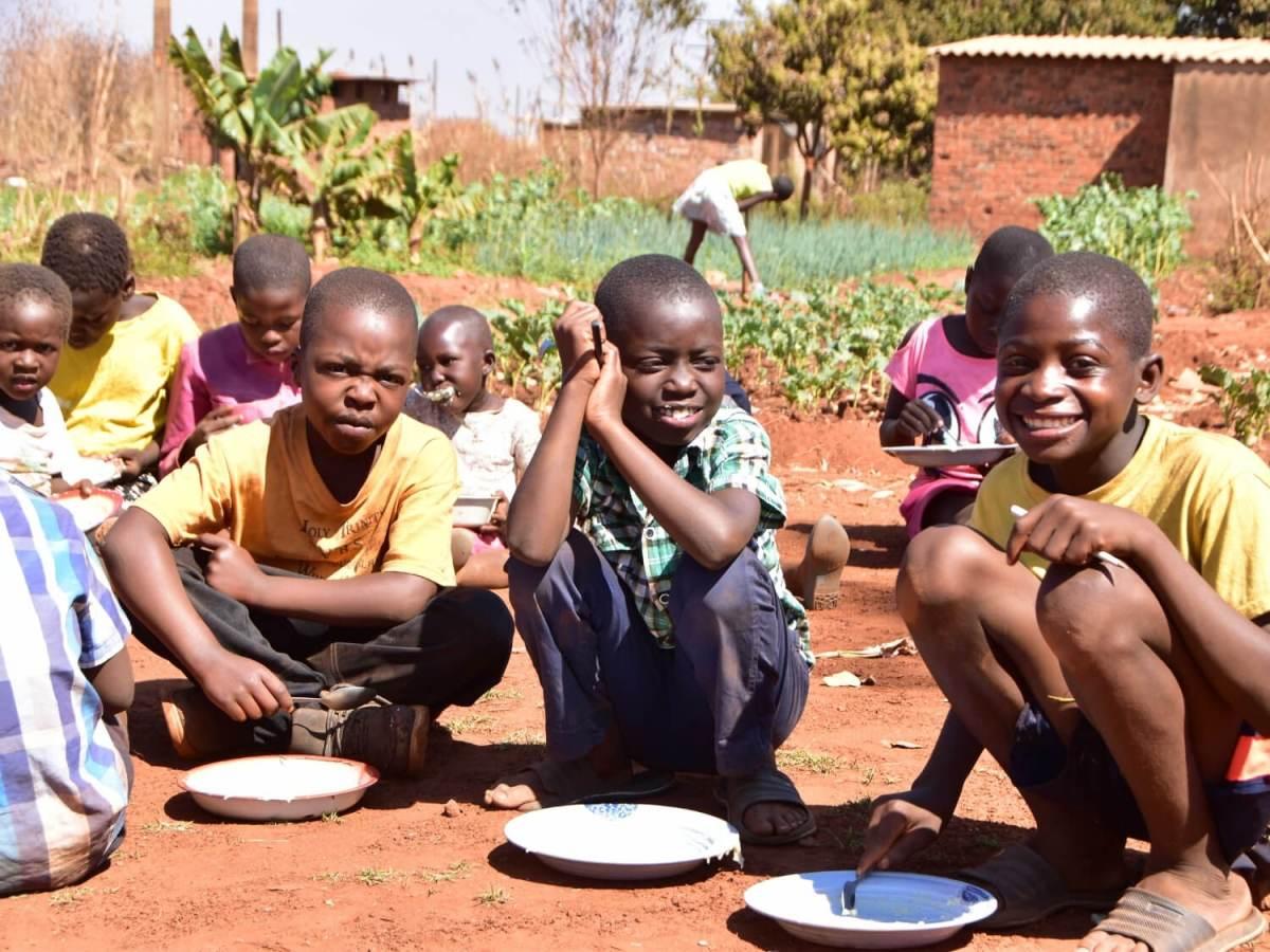 kids eating meal