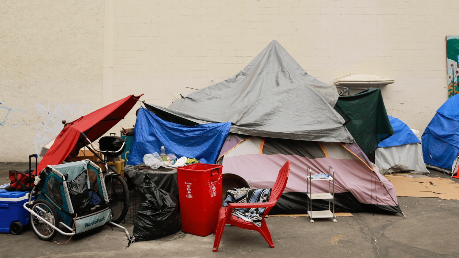 Costa Mesa Officials Approve $2M Annual Contract For Shelter, Other Cities Rethink Homelessness Response