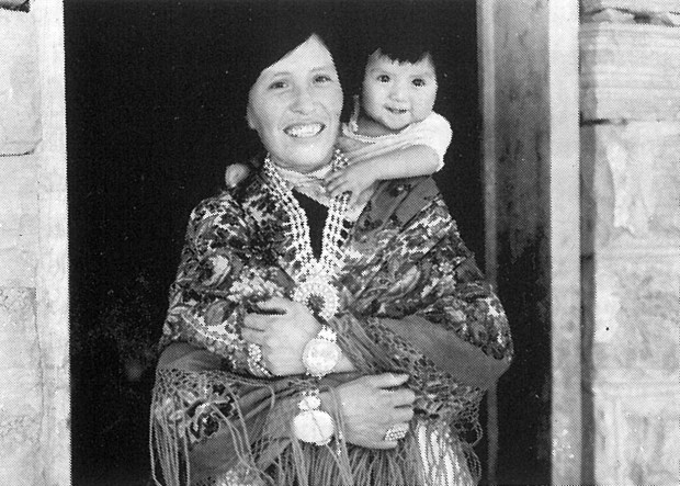 Zuni mother and child.