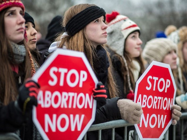 Pro-life-protesters-