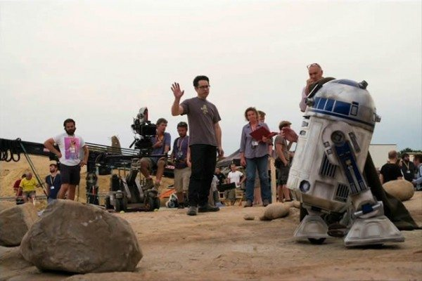 star-wars-7-force-awakens-jj-abrams-r2d2-600x400