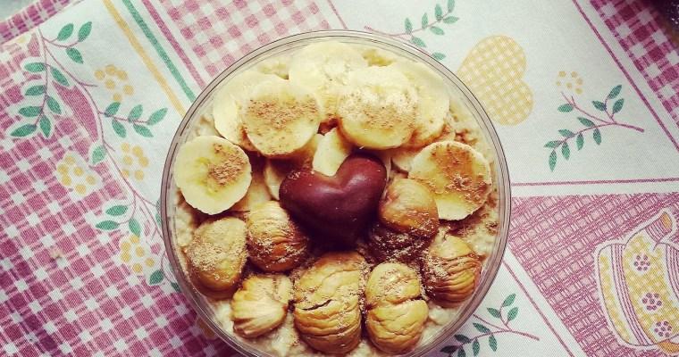 Porridge dulce de plátano con sabor a otoño