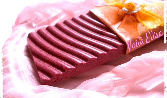 Chocolate rosa crudivegano con nueces y esencia de coco