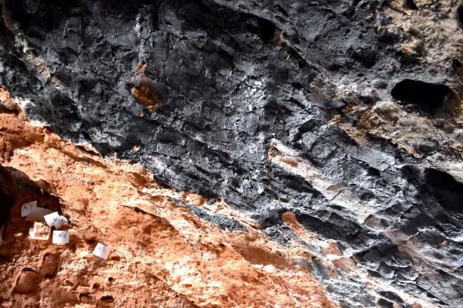 Techo cueva humo yacimiento la araña malaga