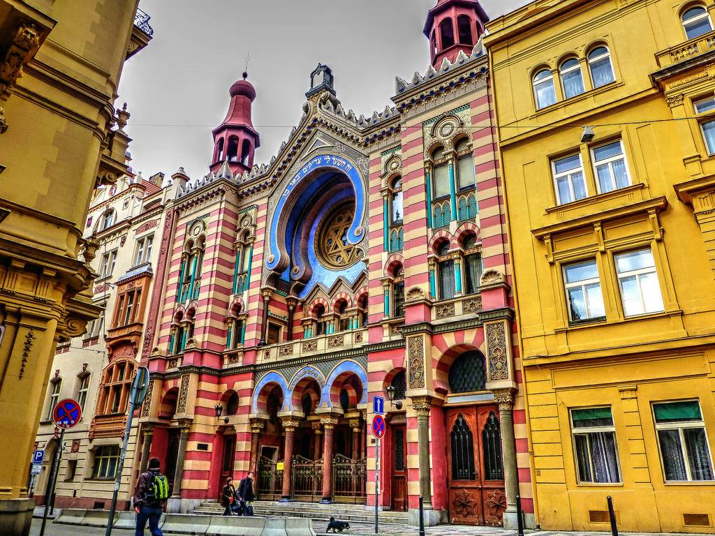 Prague_synagogue.jpg