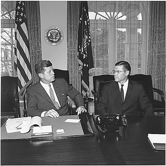 President_Kennedy_and_Secretary_McNamara_1962.png