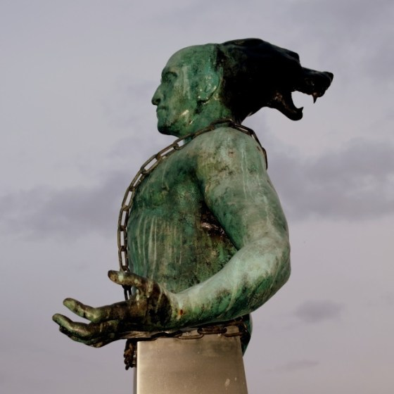 Боян Магесник, Бургас, богомили, пристанище, статуя, ерес