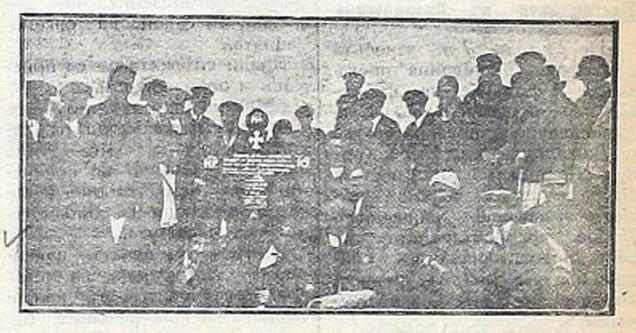 """Младежката организация в Банско полага венци на гроба на Тодев през октомври 1926 г. Вестник """"Македония"""", I (15). 27 октомври 1926. с. 1."""