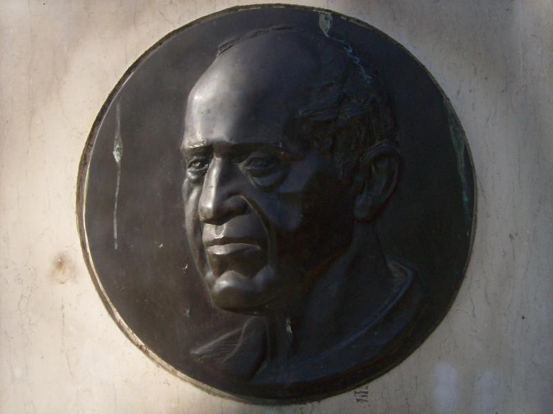 Детайл от паметника на Илия Минев в кв. Лозенец, София.