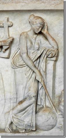 Uranie, Muse de l'Astronomie et de l'Astrologie, sarcophage du Louvre