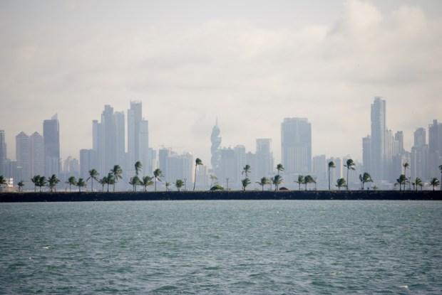 Skyline de la ciudad desde el canal de Panamá
