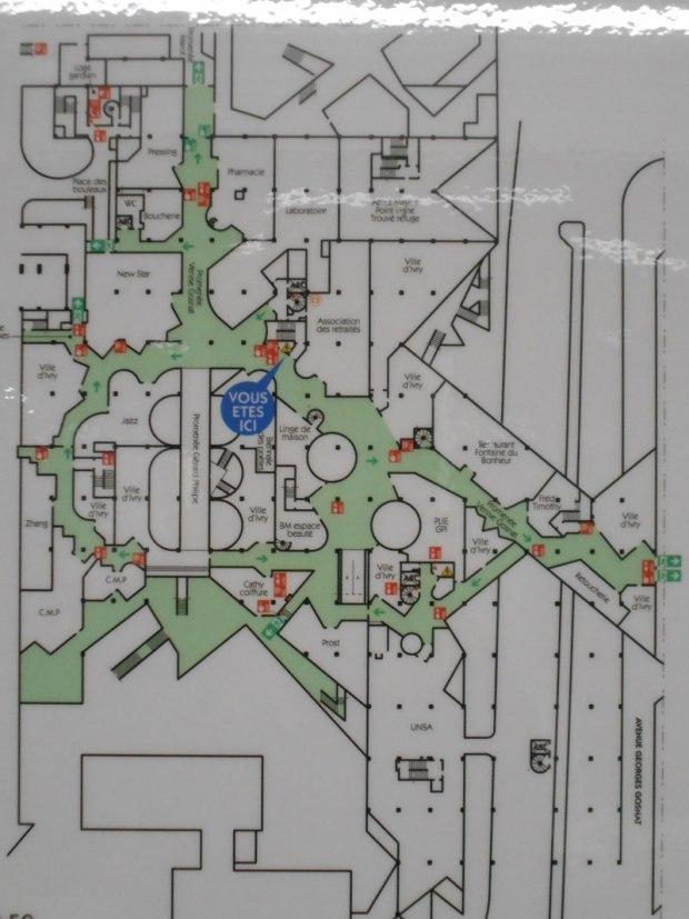 Plan d'un étage du centre commercial qui s'organise comme un gigantesque labyrinthe