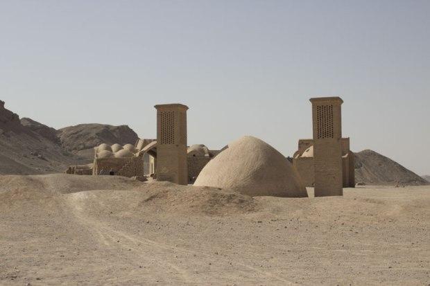 Réservoir à proximité de la ville de Yazd