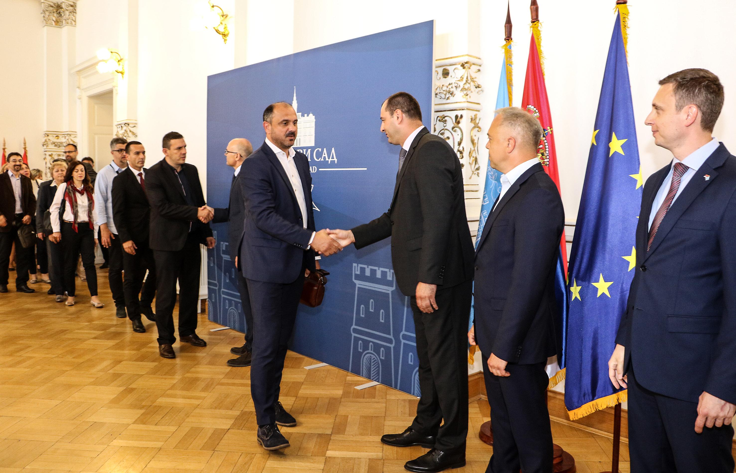 Градоначелник Новог Сада Милош Вучевић састао се у Градској кући