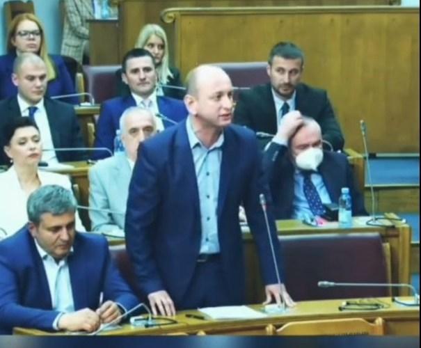 Сегмент бриљантног говора лидера ДНП-а Милана Кнежевића преведен на енглески језик!