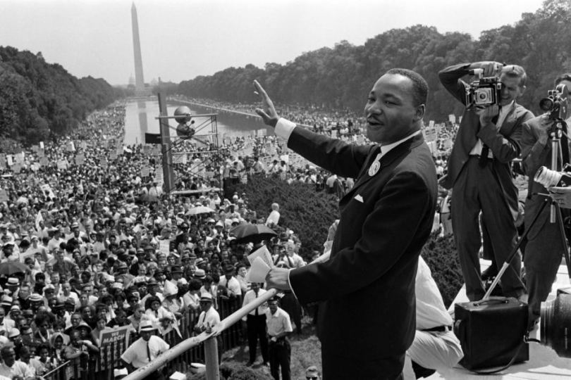 """លោក Martin Luther King, Jr. អានសុន្ទកថា """" I Have A Dream"""" នៅ វិមានអនុស្សាវរីយ៍ Lincoln (Lincoln Memorial) នារដ្ឋធានី Washington កាលពីថ្ងៃ ២៨ ខែសីហា ឆ្នាំ ១៩៦៣ ។"""
