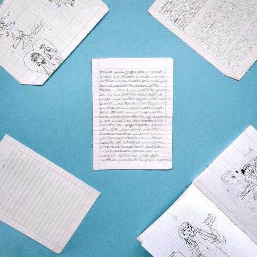 """Quando impariamo a leggere e a scrivere ci si apre un mondo.. Crescendo, tutta quella meraviglia diventa routine e gesti automatici e, da adulti, ormai ci siamo dimenticati che da bambini, oltre ad inventare delle storie, le avevamo anche scritte. Quei racconti scritti con lettere giovani formano parte di una nuova serie di Volat: """"raccontini"""". """"Pioveva"""" è il primo racconto di Chiara Mancinelli ad essere pubblicato."""