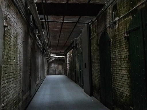 Caterina Salomone, In viaggio, USA day 3. Carcere di Alacatraz (corridoio).