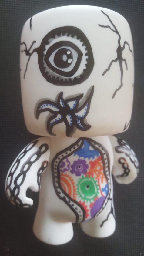 claudine Santelli_art toyz rouages -acrylique sur vinyle pièce unique-10cm