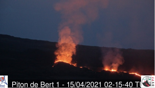 Three fissure vents at the current eruption site of the Piton de la Fournaise volcano (image: OVPF)