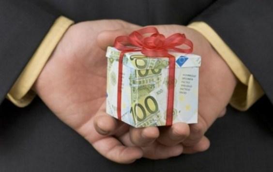 Чем взятка отличается от подарка?