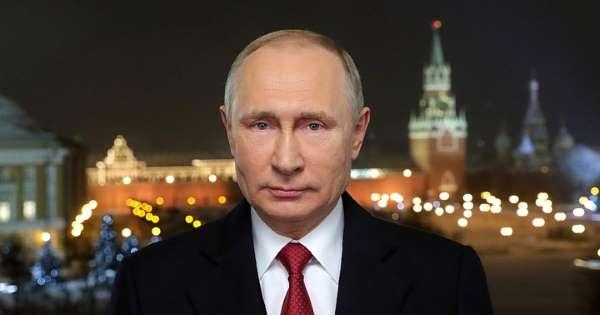 Новогоднее обращение Владимира Путина к россиянам под бой курантов