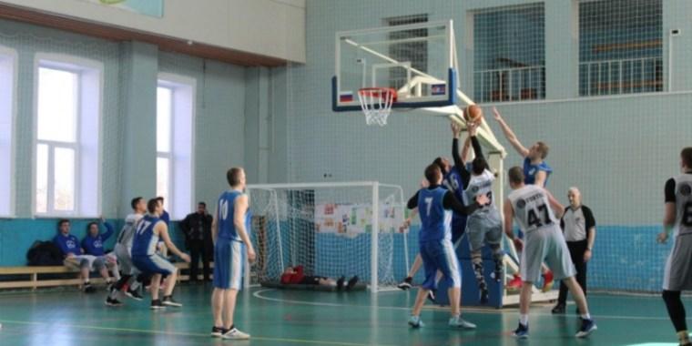 Наши баскетболисты проходят дальше на областном чемпионате