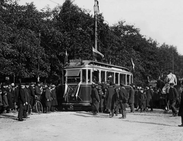 Безопасность, проверенная временем: петербургскому трамваю 114 лет