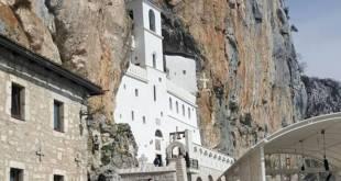 Tuča na parkingu pod manastirom Ostrog
