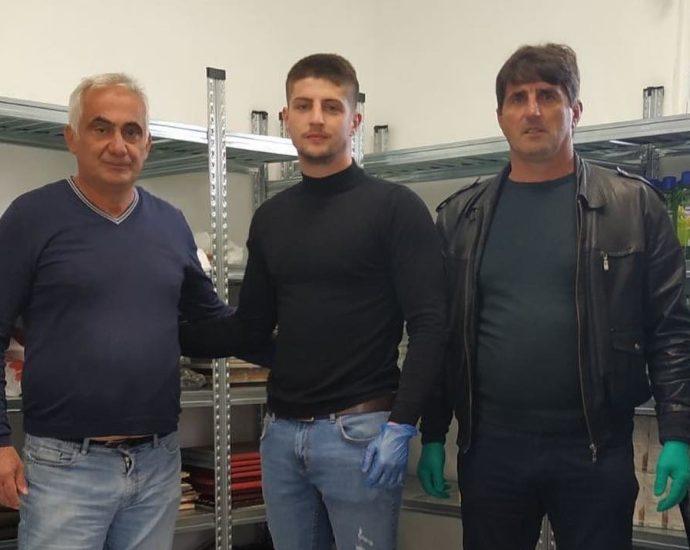 Danilovgrađanin Dejan Tomašević donirao pakete za 25 porodica