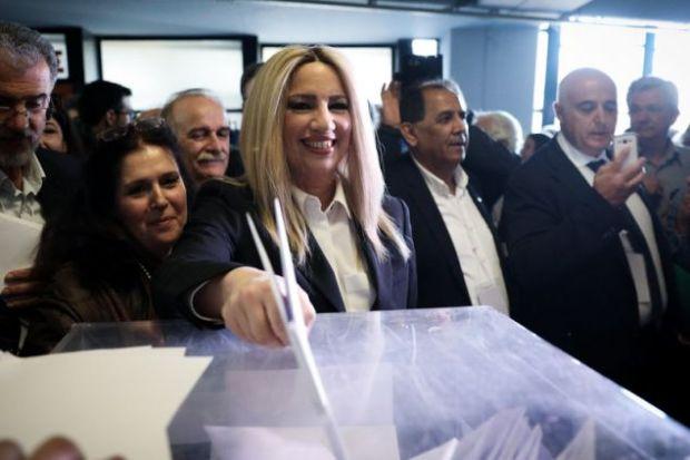Η Φώφη Γεννηματά ψηφίζει για τα νέα όργανα του Κινήματος Αλλαγής