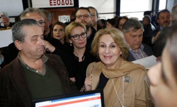 Η πρώην ευρωβουλευτής του ΠΑΣΟΚ Αννα Καραμάνου στο συνέδριο του ΚΙΝΑΛ