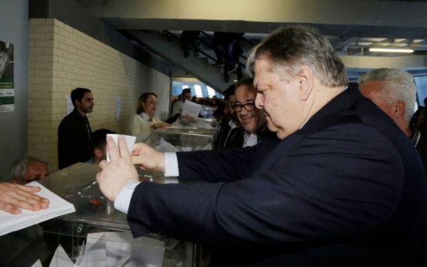 Ο Ευάγγελος Βενιζέλος ψηφίζει για τα νέα όργανα του ΚΙΝΑΛ