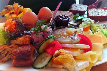 """""""Victoria & Daniel"""" - Das große Frühstück bei Frau Larsson"""