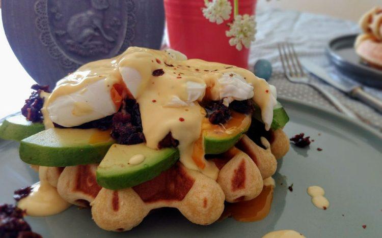Brioche Waffeln a la egg Benedicts