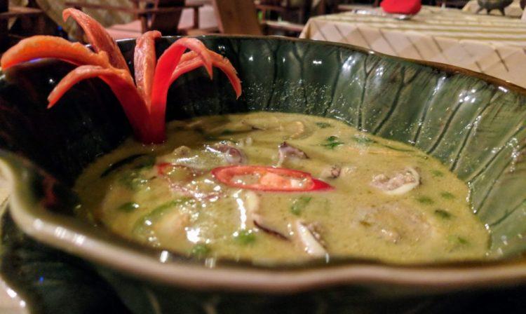 Grünes Curry mit gefüllten Tintenfisch Fairhouse Villa