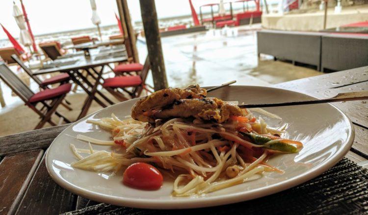 Papaya Salat mit Hähnchen auf Koh Samui
