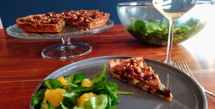 Mangold-Birnen-Gorgonzola Quiche mit Bacon-Walnuss Crunch