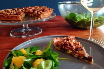 Mangold-Birnen-Gorgonzola Quiche mit Bacon-Walnuss Crunch