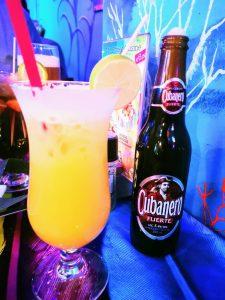 Kubanisches Bier & Cocktails