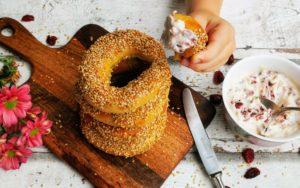 Montreal Bagels - mit Cranberry-Ahornsirup-Dip